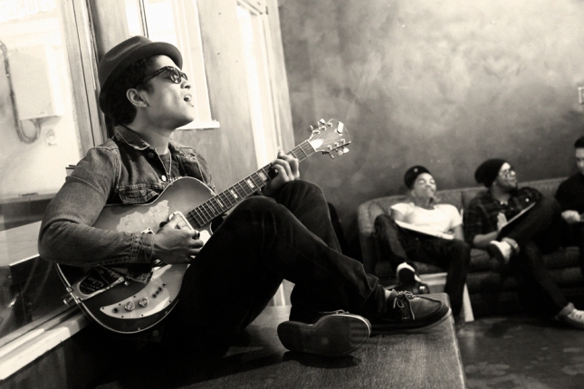 Bruno-Mars-Pub-2-Harper-Smith